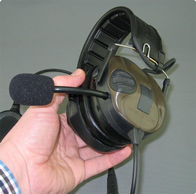 Umgebautes Sport Tac Mikrofon und Abgangskabel